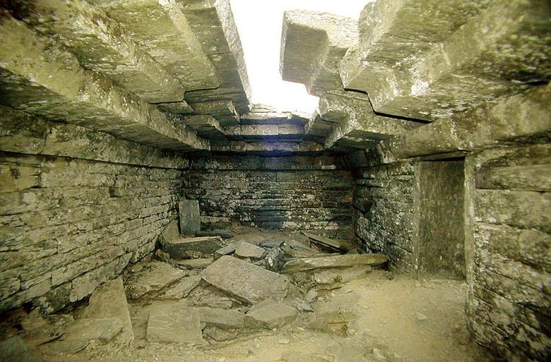 Загадка мегалитических Драконовых домов на греческом острове Эвбея (7 фото)
