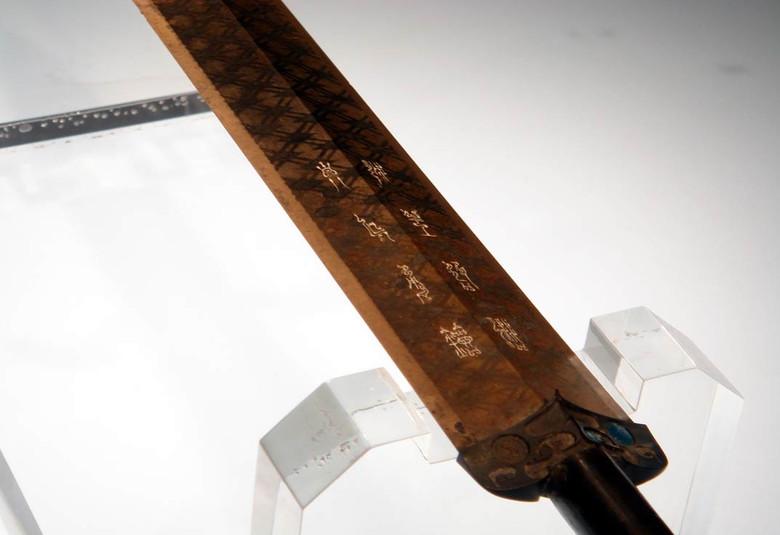 2,5-тысячелетний меч Гоуцзяня: Чрезвычайно острый и без малейших следов ржавчины (5 фото)
