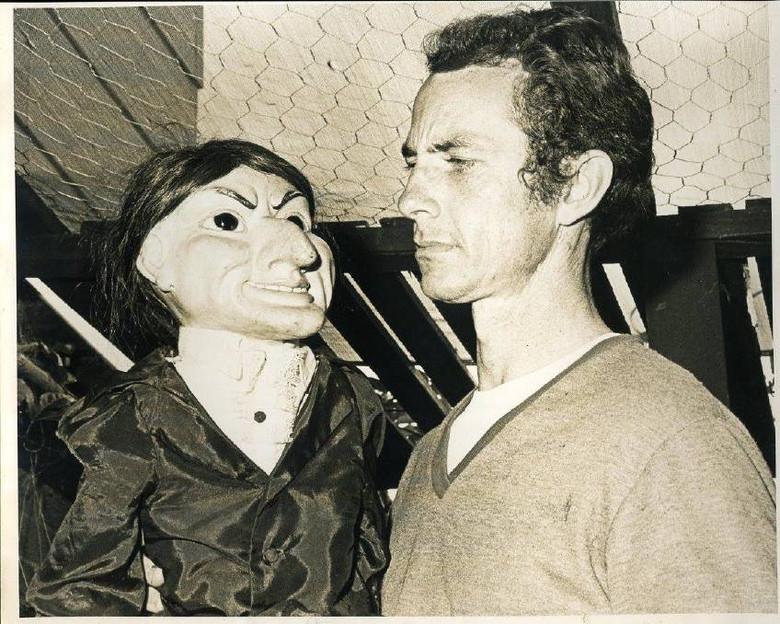 История о зловещей кукле из австралийского городка Уогга-Уогга (6 фото)