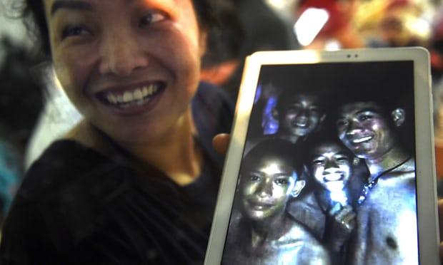 Чудо в Таиланде: Пропавших в пещере 12 детей и их тренера нашли живыми (9 фото + видео)