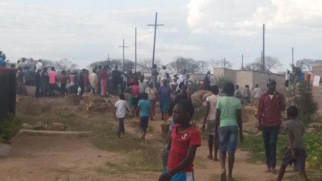 Женщины Зимбабве в панике из-за гоблинов-насильников (2 фото + видео)