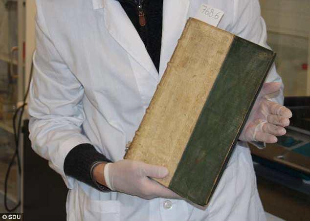 В Университете Дании обнаружили три ядовитые книги
