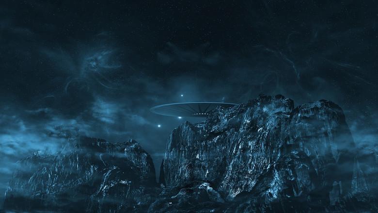 """Экс-физик NASA:""""НЛО могут быть реальными инопланетными кораблями, но наши правительства замалчивают эту тему"""" (3 фото)"""