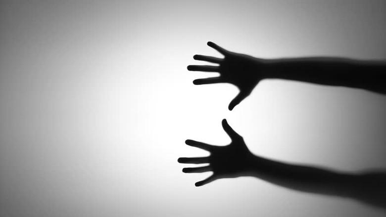 Длинная рука покойника, параллельный мир и заказные сны (2 фото)