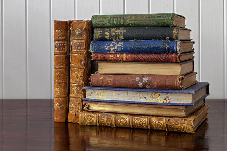 В Университете Дании обнаружили три ядовитые книги (2 фото)
