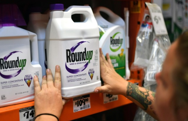 """Мужчина подал иск на ГМО-корпорацию """"Монсанто"""", обвинив ее в заражении себя раком"""