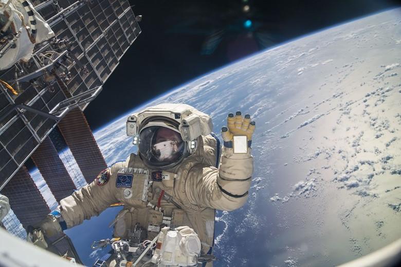 Эксперимент на МКС показал, что в космосе бактерии мутируют и становятся еще более опасными (2 фото)