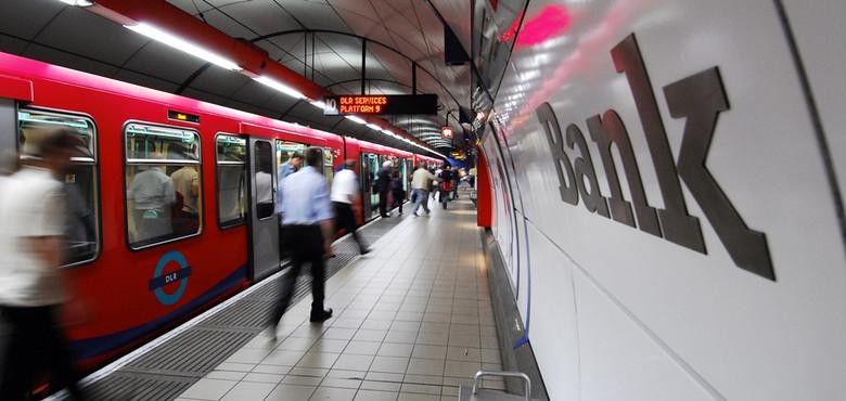 Обезьяноподобные существа в лондонском метро