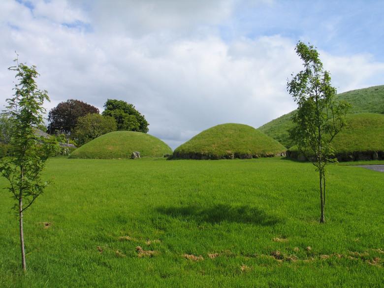 В Ирландии нашли 5500-летние гробницы с камнем, покрытым круглыми узорами (9 фото)