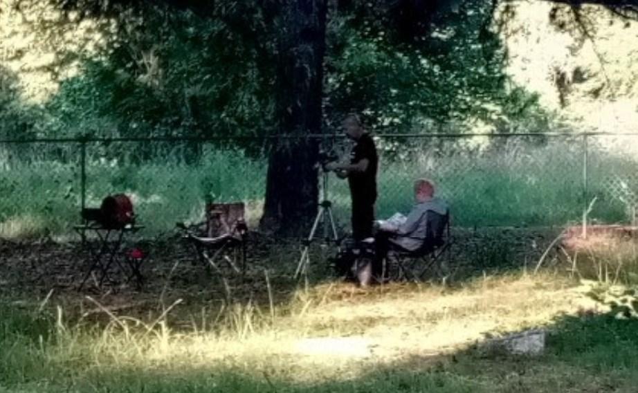 """На снимке заросшего кладбища в Google Maps разглядели пугающую голову """"девочки-призрака"""""""