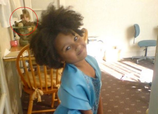 На снимке приемной дочери мать увидела лицо родной дочери, которая родилась у нее... через 3 года