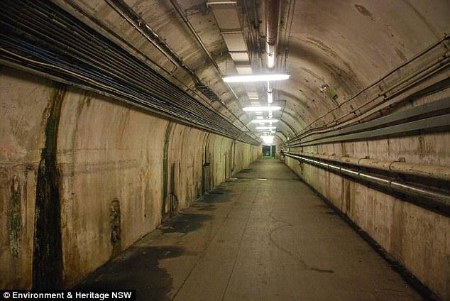 В Сиднее работники метро проверяли закрытые станции, построенные на кладбище, и услышали голоса детей