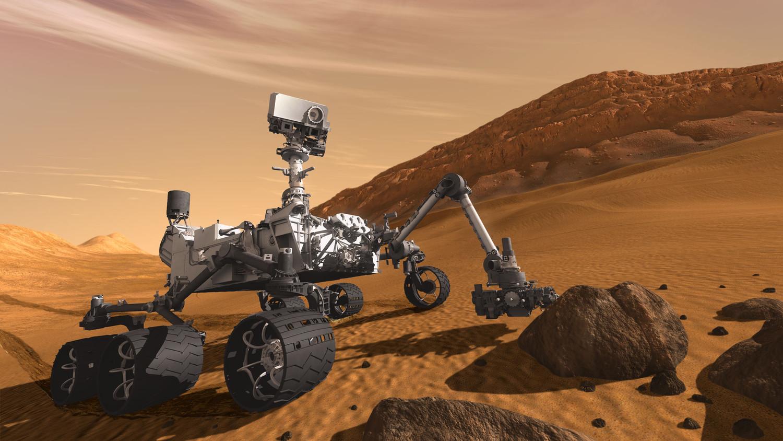 """Curiosity обнаружил на Марсе странный """"золотой"""" камень"""
