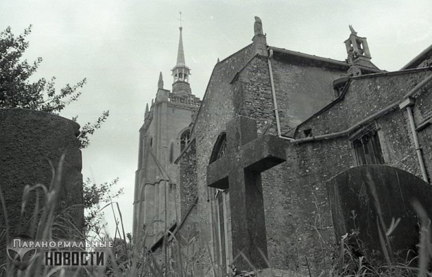 Загадка развернувшегося надгробия на английском кладбище