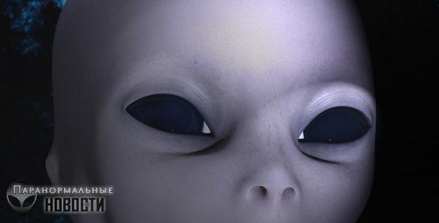 Замаскированные инопланетяне с ребенком в супермаркете