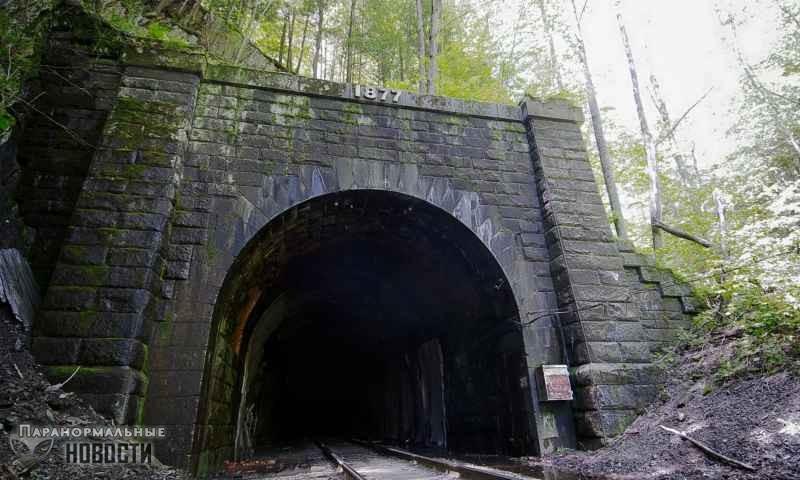 «Ты умрешь»: Бестелесный голос в туннеле напугал двух парней (+ видео)