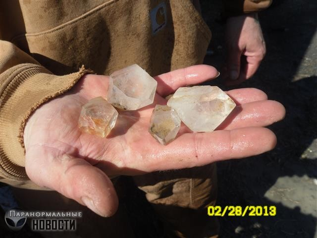 На камеру сняли левитирующие камни у кристальной шахты