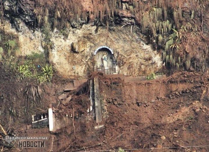 Чудо в Колумбии - статуя Святой Монтойи спасла жителей города от оползня