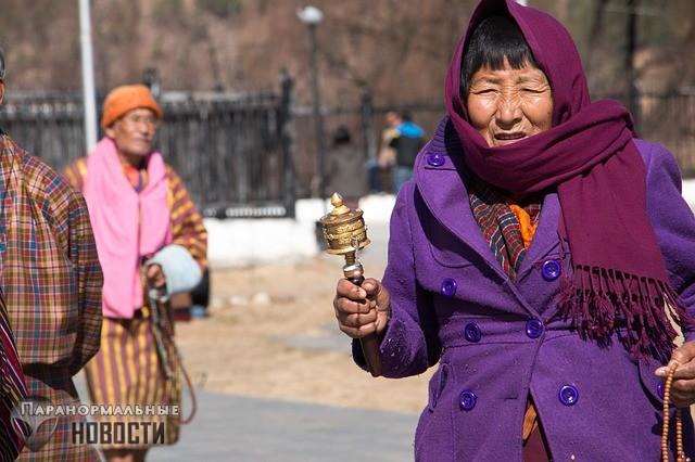 Кидающийся камнями невидимка преследует семью из Бутана