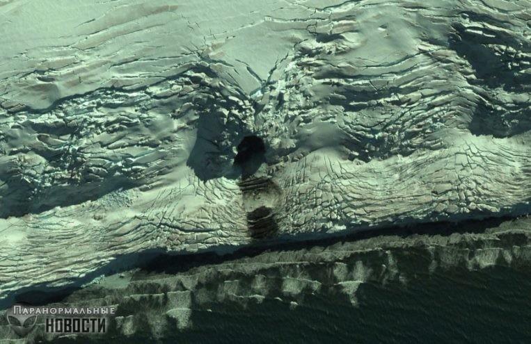 На карте Антарктиды обнаружен огромный вход в пещеру