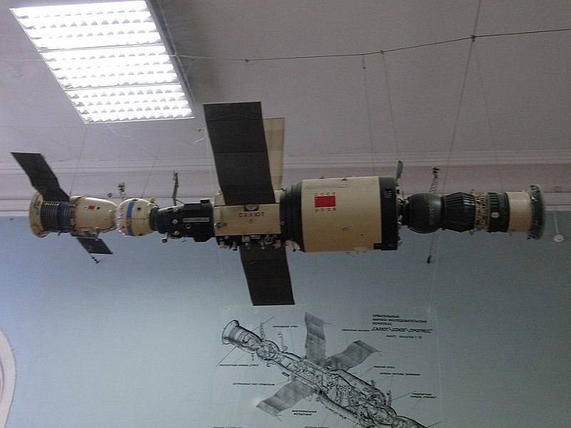Космонавты на российских космических станциях видели НЛО и Ангелов