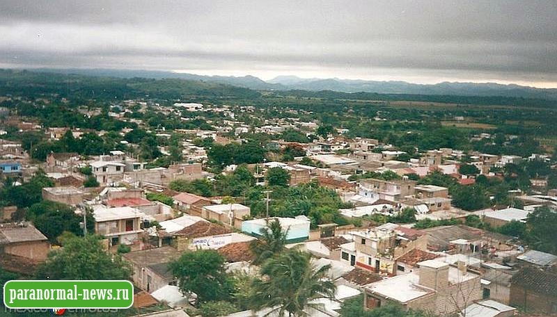 В эти дни жителей одного городка в Мексике больше пугает 2-метровый оборотень, чем коронавирус
