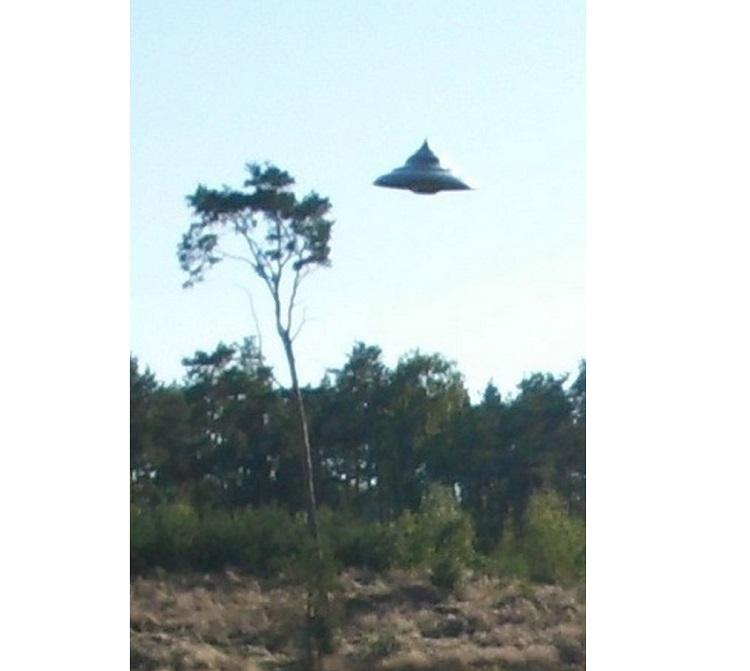 НЛО-волчок засняли в Польше и уфологи уверены, что снимки подлинные