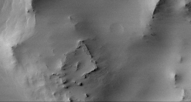 На старом фото Марса разглядели странные квадратные руины