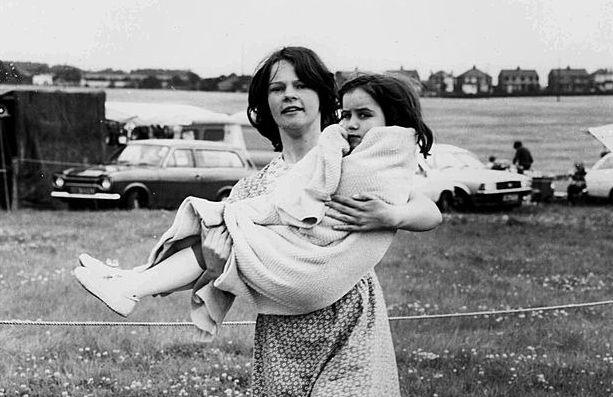 «Дети упали на землю как мухи»: Неразгаданная тайна инцидента в маленьком английском городке