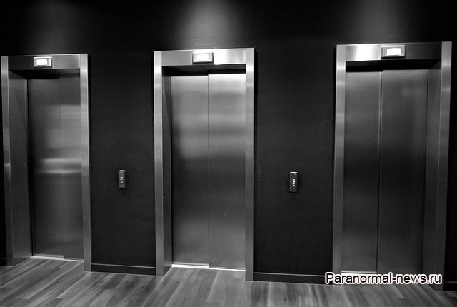 «Ко мне в лифт зашел человек с черными глазами» - свежая история очевидца