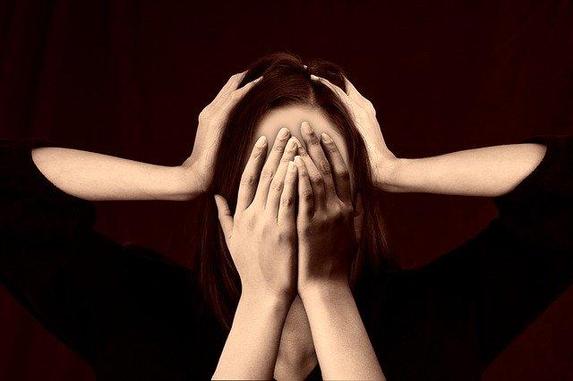 Случайная головная боль превратилась в постоянную адскую пытку: У девушки уже шесть лет загадочно болит голова