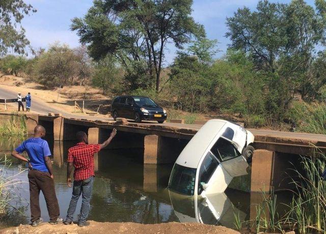 Странное существо, живущее под мостом в Зимбабве, утаскивает под воду людей