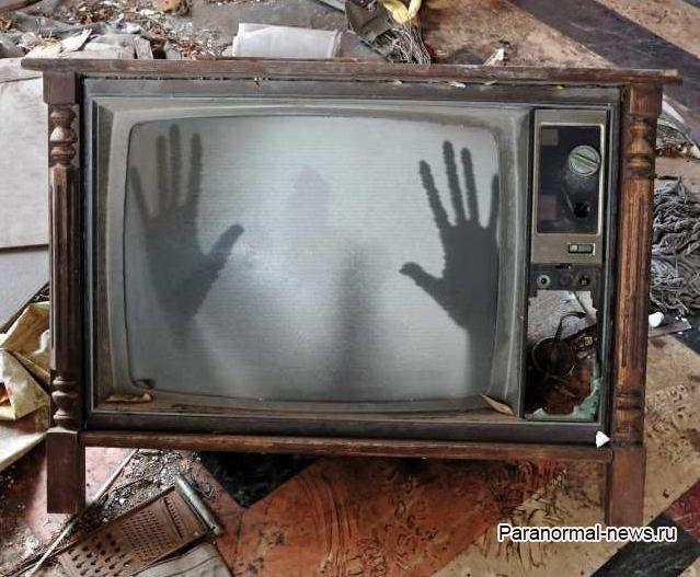 Что-то выползло из моего телевизора
