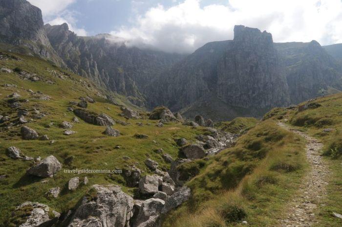 Сфинкс, лечение от болезней и туннели пришельцев: Паранормальные тайны гор Бучеджи в Румынии