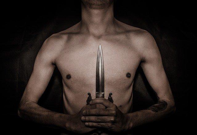 Житель Филиппин год прожил с большим лезвием ножа в груди