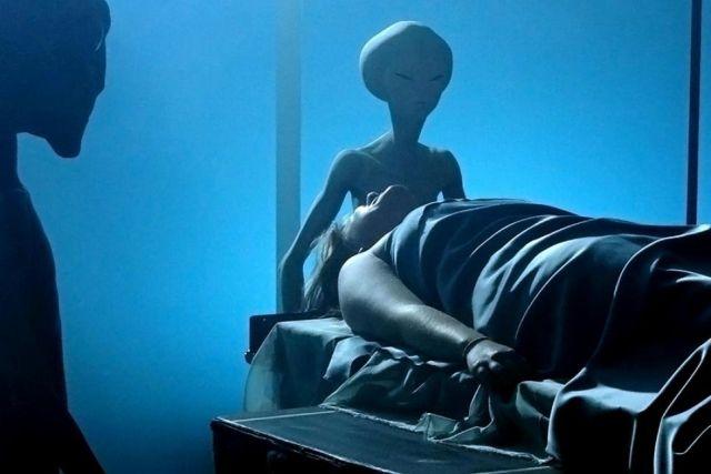 Загадка большой иглы, вонзаемой в живот: Жуткие опыты пришельцев имеют реальную медицинскую основу?