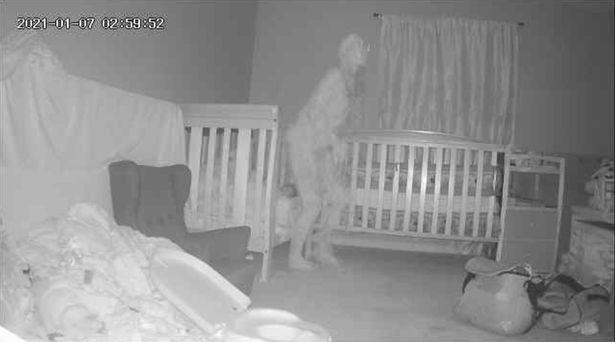 Камера засняла рогатого демона возле кровати с ребенком