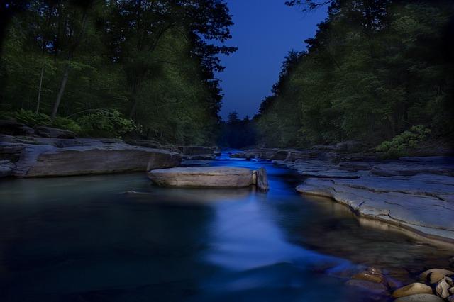 Странные и пугающие вещи, увиденные на реке ночью