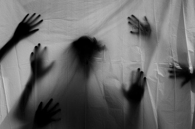 Люди в Черном и странные повторяющиеся сны