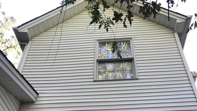 Странная история Эми Стаматис, которую демоны заставили выброситься из окна
