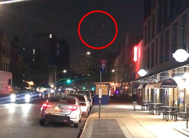 НЛО в виде огромного треугольника пролетел над домами Бруклина (Нью-Йорк)