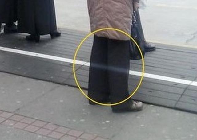 Женщина с «призрачными ногами» обнаружена на фотографии обычной автобусной остановки в Хорватии
