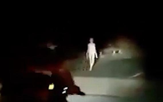 Гуманоид или больной человек? На дороге в Индии засняли «живой скелет»