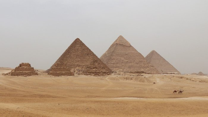 7000-летнее страусиное яйцо поставило под сомнение официальный возраст египетских пирамид