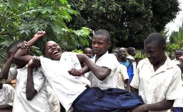 Таинственная эпидемия смеха в Танзании