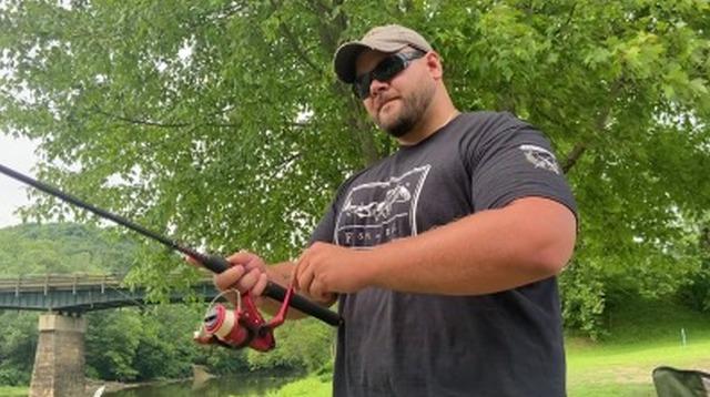 Рыбаки из Западной Вирджинии заметили в реке странное существо
