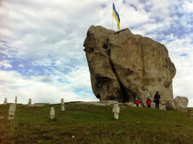 очень странный камень, который местные жители связывают с аномальными явлениями