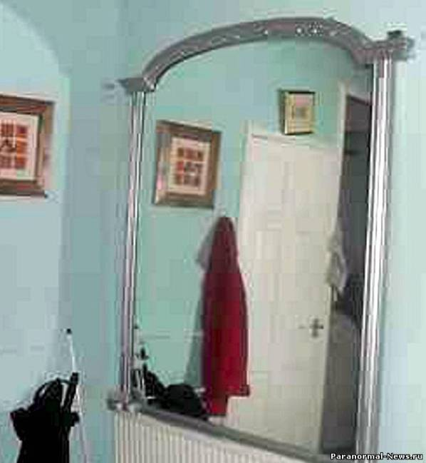 Британцы выставили на eBay заколдованное зеркало