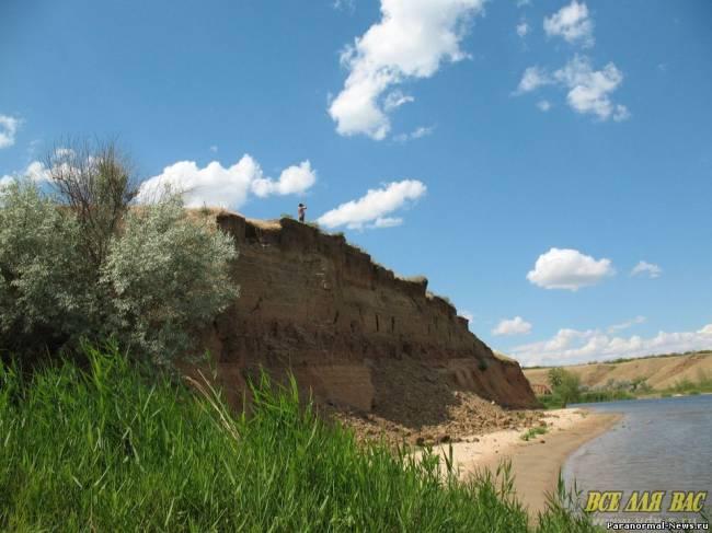 Город гномов или дымоход древнего подземелья? (4 фото)