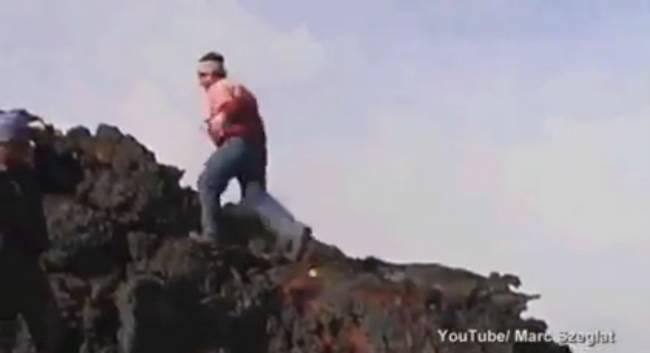 Человек, бегущий по раскаленной лаве